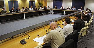 Foto da reunião sobre backhaul e banda larga nas escolas