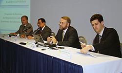 Representantes da Anatel discutem com a sociedade Proposta de revisão do regulamento de qualidade da telefonia móvel