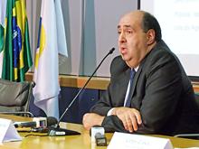 O presidente da Anatel, João Rezende, em entrevista coletiva sobre a retomada da venda de novas linhas de celular