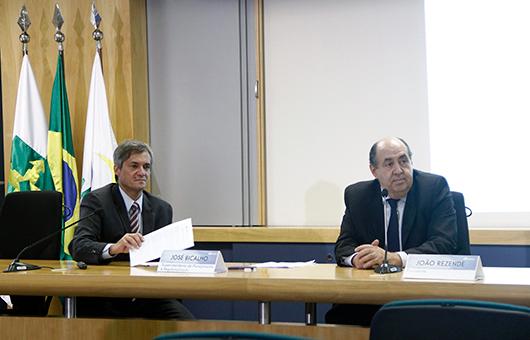 José Alexandre Bicalho e João Rezende durante a entrevista coletiva sobre as medidas de combate a furto e roubo de celulares